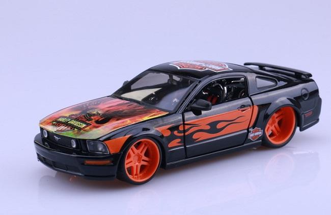 โมเดลรถ รถเหล็ก โมเดลรถเหล็ก โมเดลรถยนต์ Ford 2006 Mustang 1