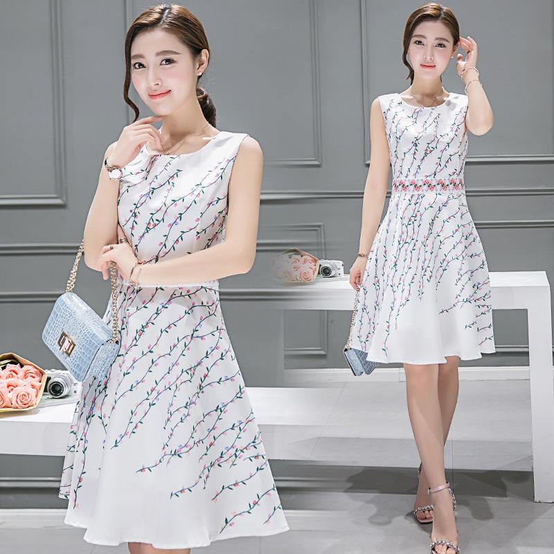 **สินค้าหมด Dress3802 เดรสยาวคลุมเข่า ผ้าซาตินซิลค์เนื้อหนาสวยลายดอกไม้พื้นสีขาว งานตัดเย็บอย่างดี มีซับในทั้งชุด แบบสวยหวานน่ารักมาก