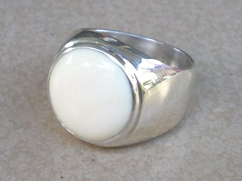 แหวนเงินงาช้าง Silver ring with Ivory.