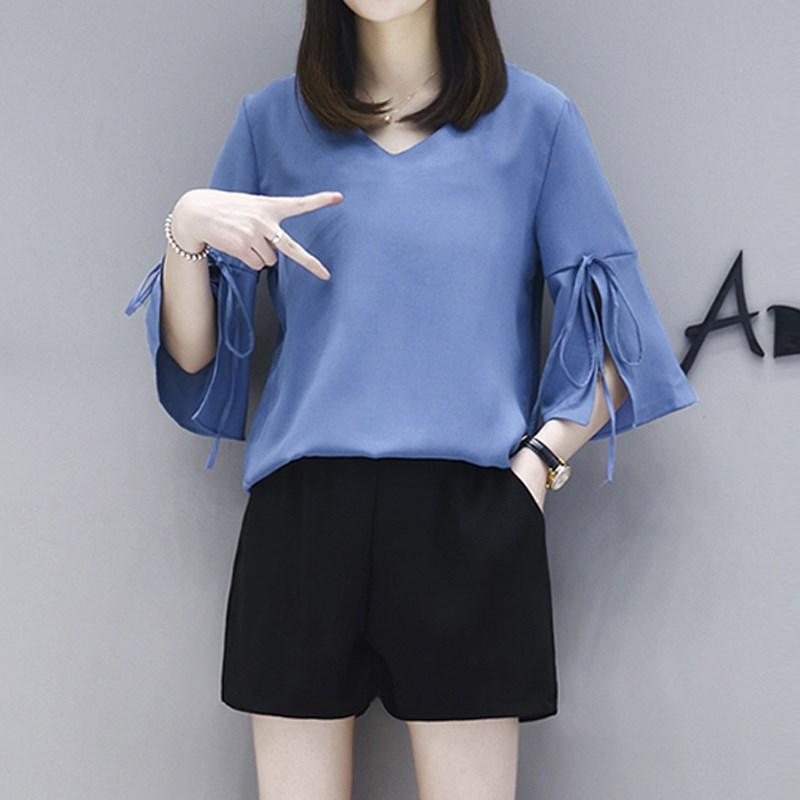 ชุดเซ็ทสีน้ำเงินไซส์ใหญ่ เสื้อชีฟองสีน้ำเงิน คอวี แขนสามส่วนปลายแขนกระดิ่ง+กางเกงขาสั้นสีดำ เอวยางยืด (XL,2XL,3XL,4XL) KJ-8206