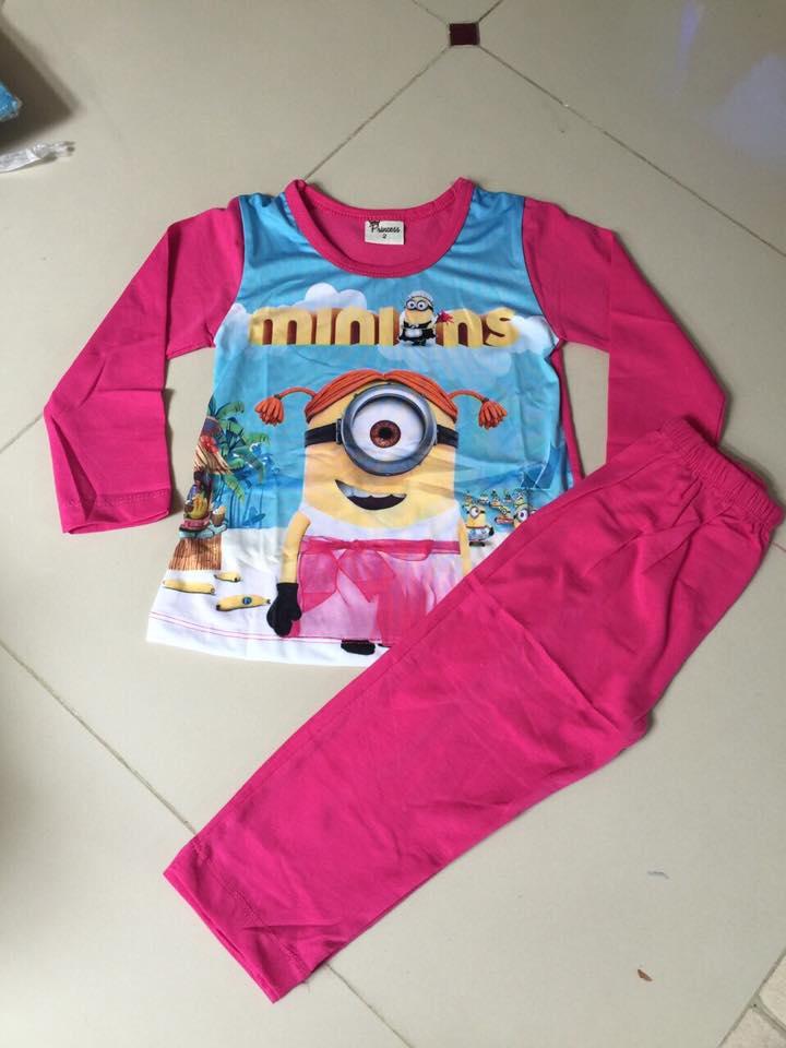 """size 6t """"พร้อมส่ง""""ชุดนอนลายมินเนี่ยนสีชมพู ด้านหน้าตรงสกรีนเป็นผ้าลื่นๆ ผ้าไม่หนา -size 6t"""