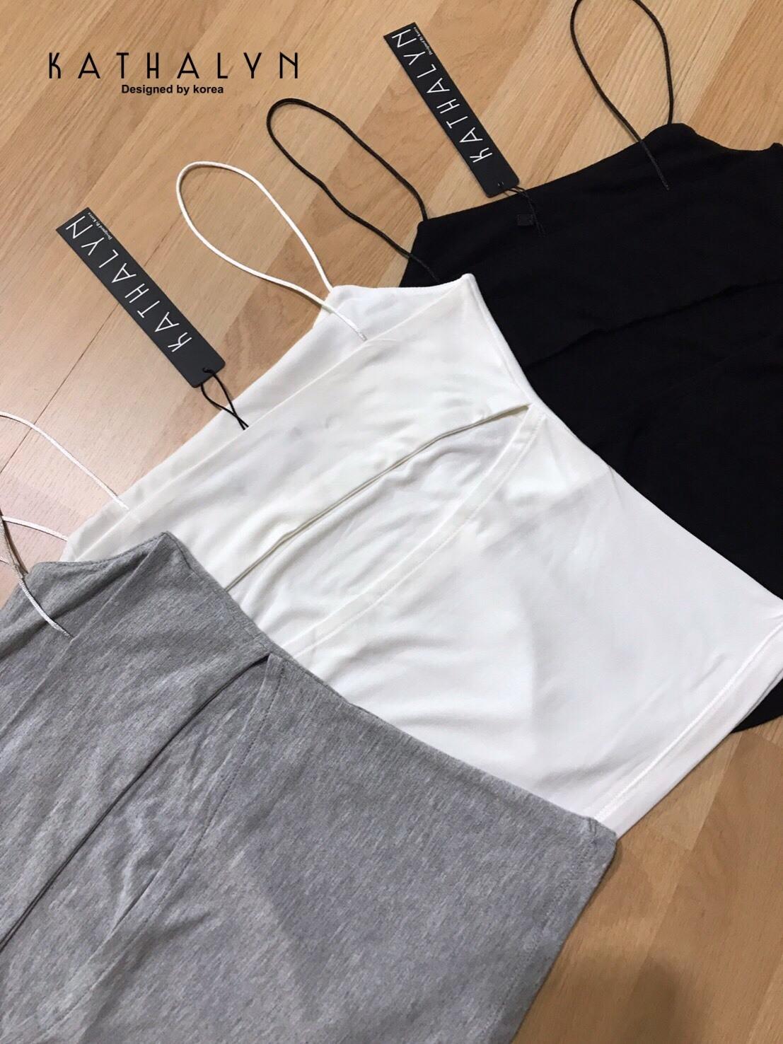 เสื้อผ้าเกาหลีพร้อมส่ง เสื้อสายเดี่ยว ผ้ายืดตามรูปร่างเข้ารูปใส่สวยมากๆคะ