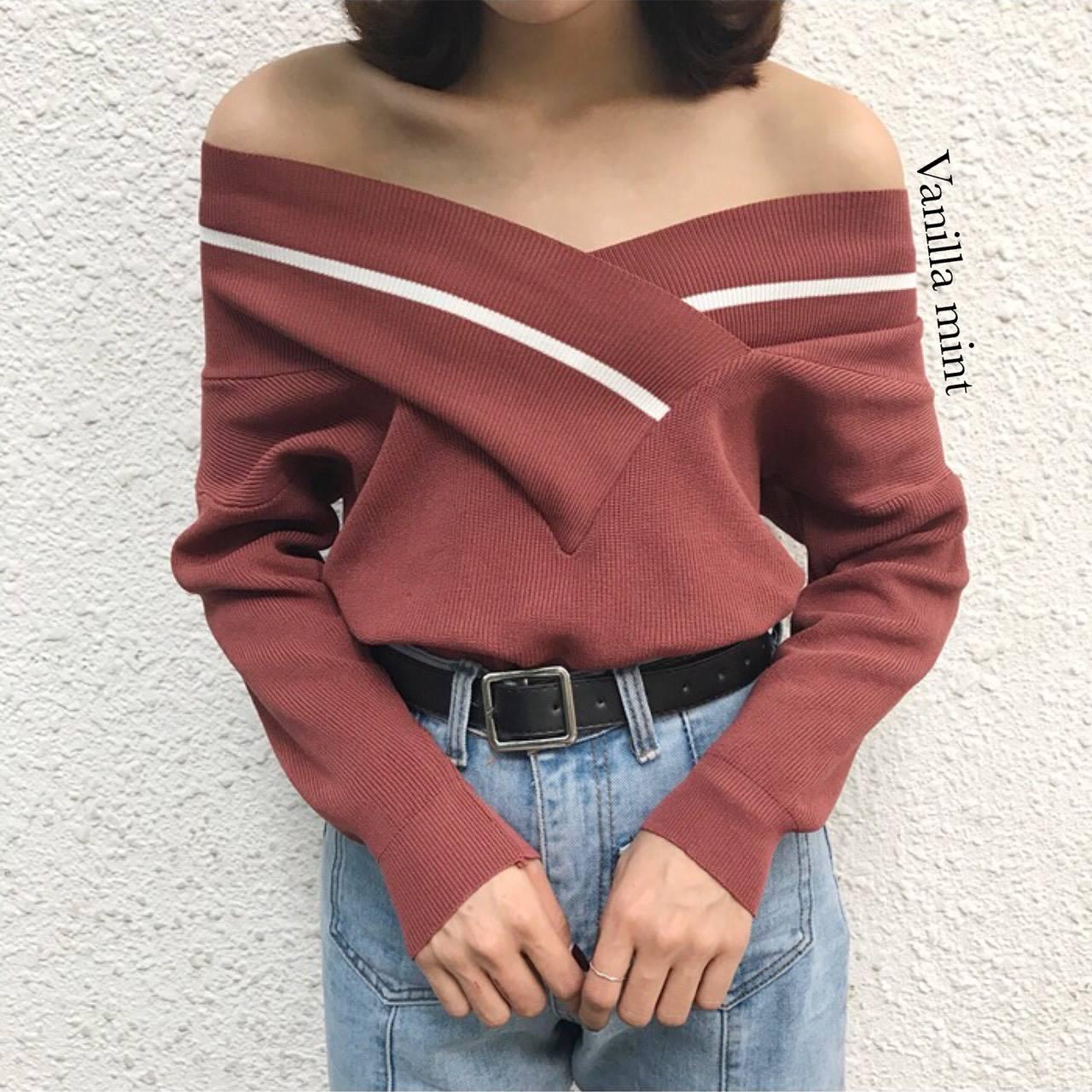 เสื้อผ้าเกาหลีพร้อมส่ง เสื้อไหมพรมคอวีใส่ได้ 2 แบบ