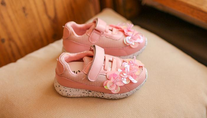 รองเท้าผ้าใบเด็ก สีชมพู แต่งดอกไม้