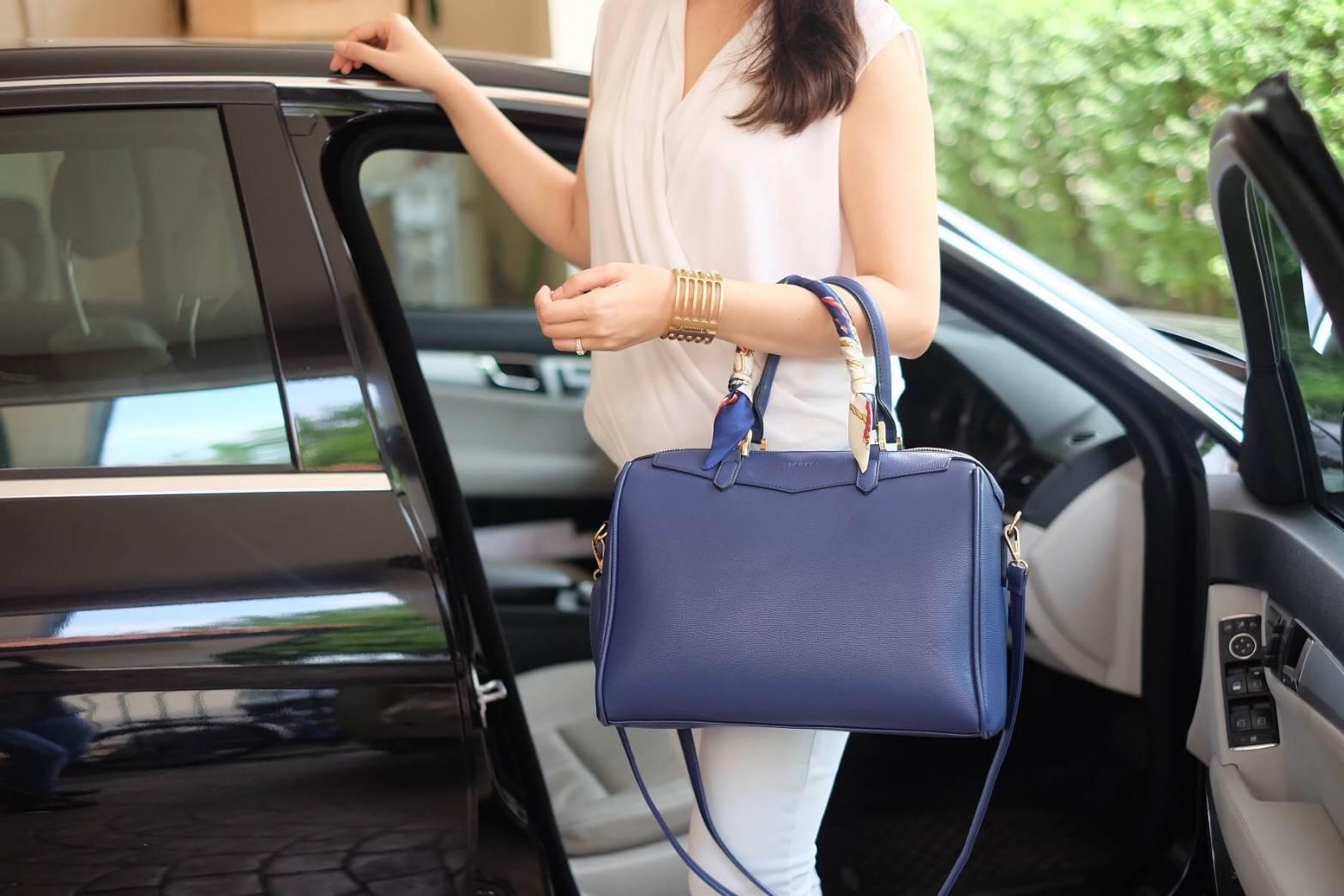 กระเป่า Berke Bowling Bag สีน้ำเงิน ราคา 1,490 บาท Free Ems