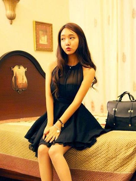 ชุดเดรสสั้นน่ารักๆ Irregular sexy halter chiffon skirt dress มี 2สีค่ะ