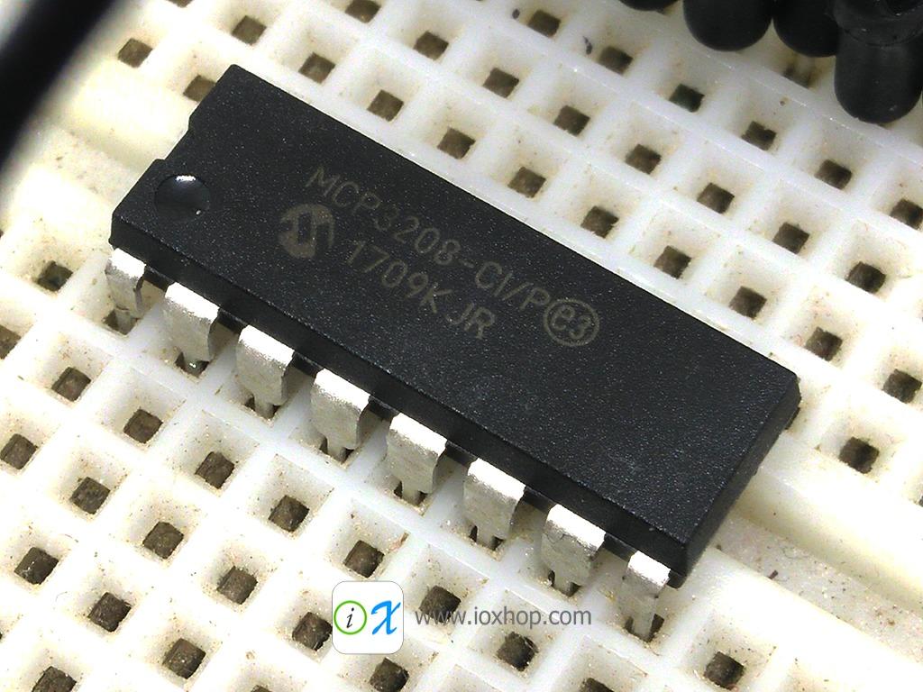 MCP3208 - ADC 8 Channel 12 Bit 2.7 - 5.5V