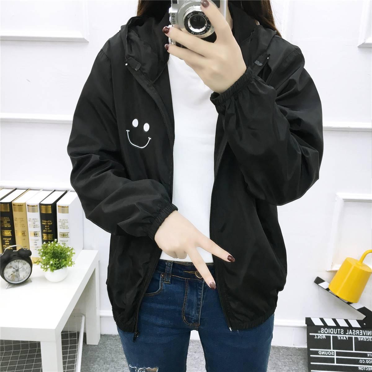 เสื้อคลุมแฟชั่น มีฮูด แขนยาว ผ้าร่ม ลาย smile สีดำ