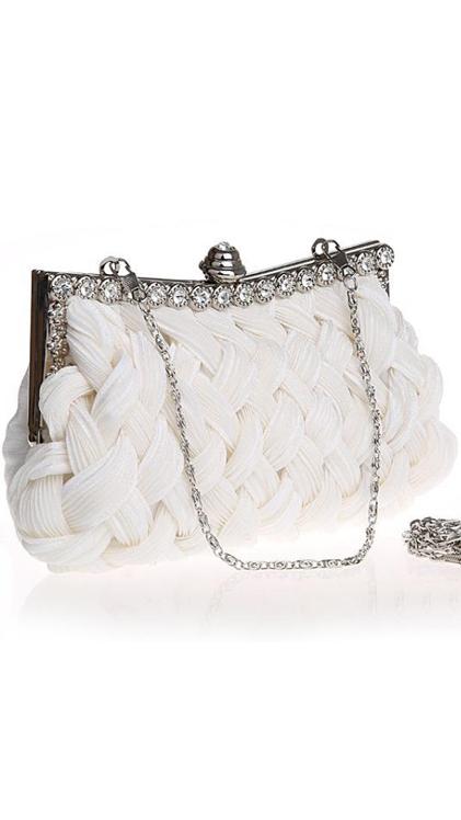 กระเป๋าคลัทช์ออกงานสีขาว ทรงสีเหลี่ยมผืนผ้า ถือออกงาน ไปงานงานแต่งงาน ลุคสวยหรู ดูดีสุดๆ