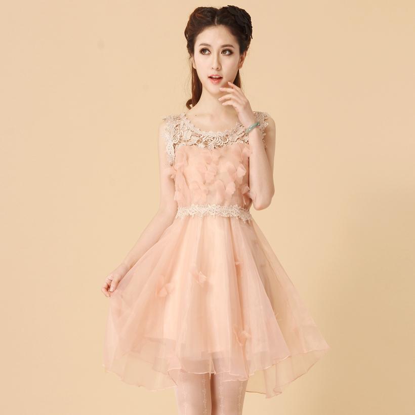 ชุดเดรสออกงาน ไปงานแต่งงาน สีชมพูนู้ด ไหล่ลูกไม้ถักสวยหรู ลำตัวผ้าไหมแก้วแต่งด้วยผีเสื้อน่ารัก แนวหวานสุดๆ