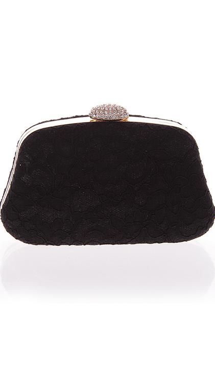 กระเป๋าออกงานสีดำ ทรงสีเหลี่ยมคางหมู แต่งลูกไม้