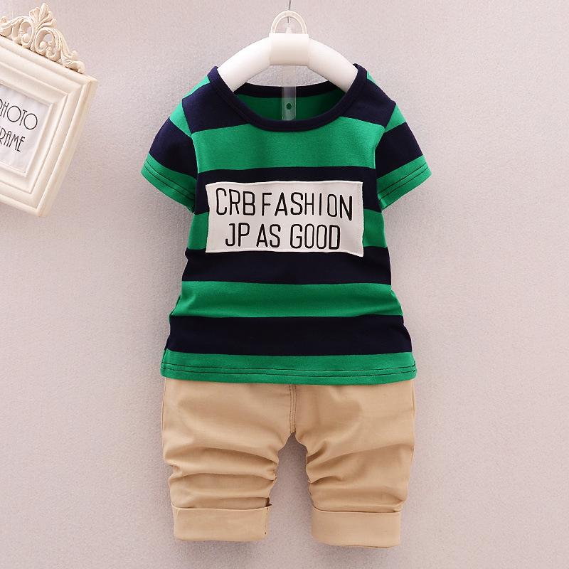 เสื้อยืดคอกลมลายทางสีเขียว+กางเกงสามส่วนสีน้ำตาล