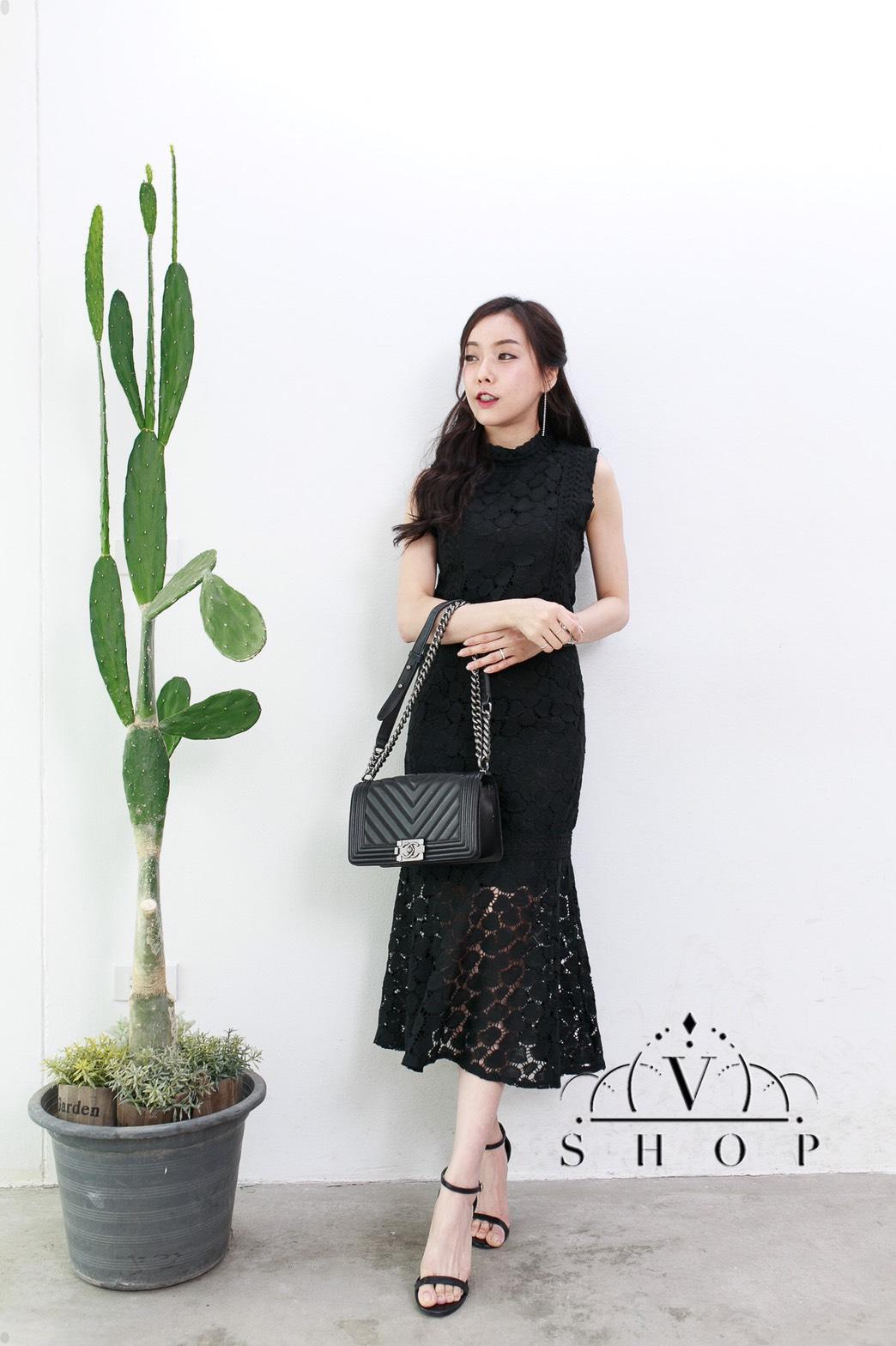 แฟชั่นชุดเซ็ทสีดำ เสื้อครอปแขนกุด + กระโปรงยาวเอวสูง ผ้าลูกไม้