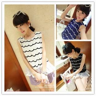 เสื้อแฟชั่นเกาหลีแขนกุดต่อด้วยผ้าตาข่ายสีขาวชายเสื้อมีซิปหลัง แต่งลายริ้ว สีดำ