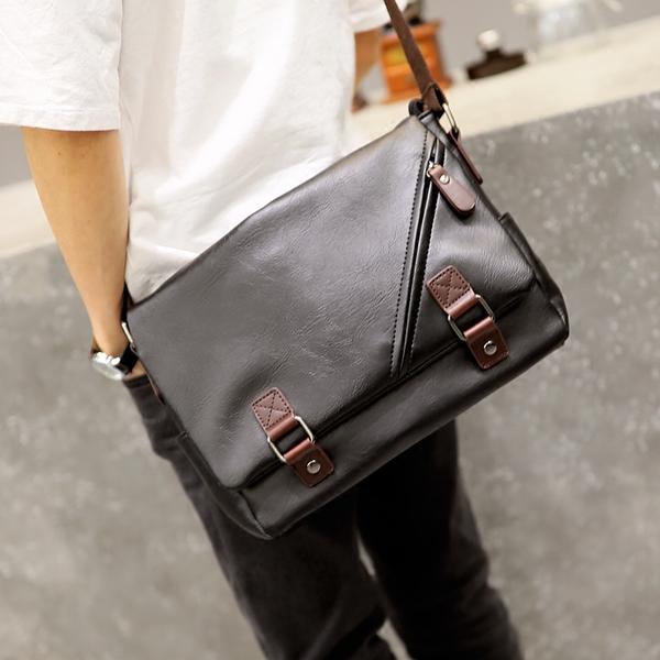 พร้อมส่ง ขายส่ง กระเป๋าผู้ชายสะพายไหล่ School bag แฟชั่นเกาหลี รหัส Man-9848 สีดำ 2 ใบ