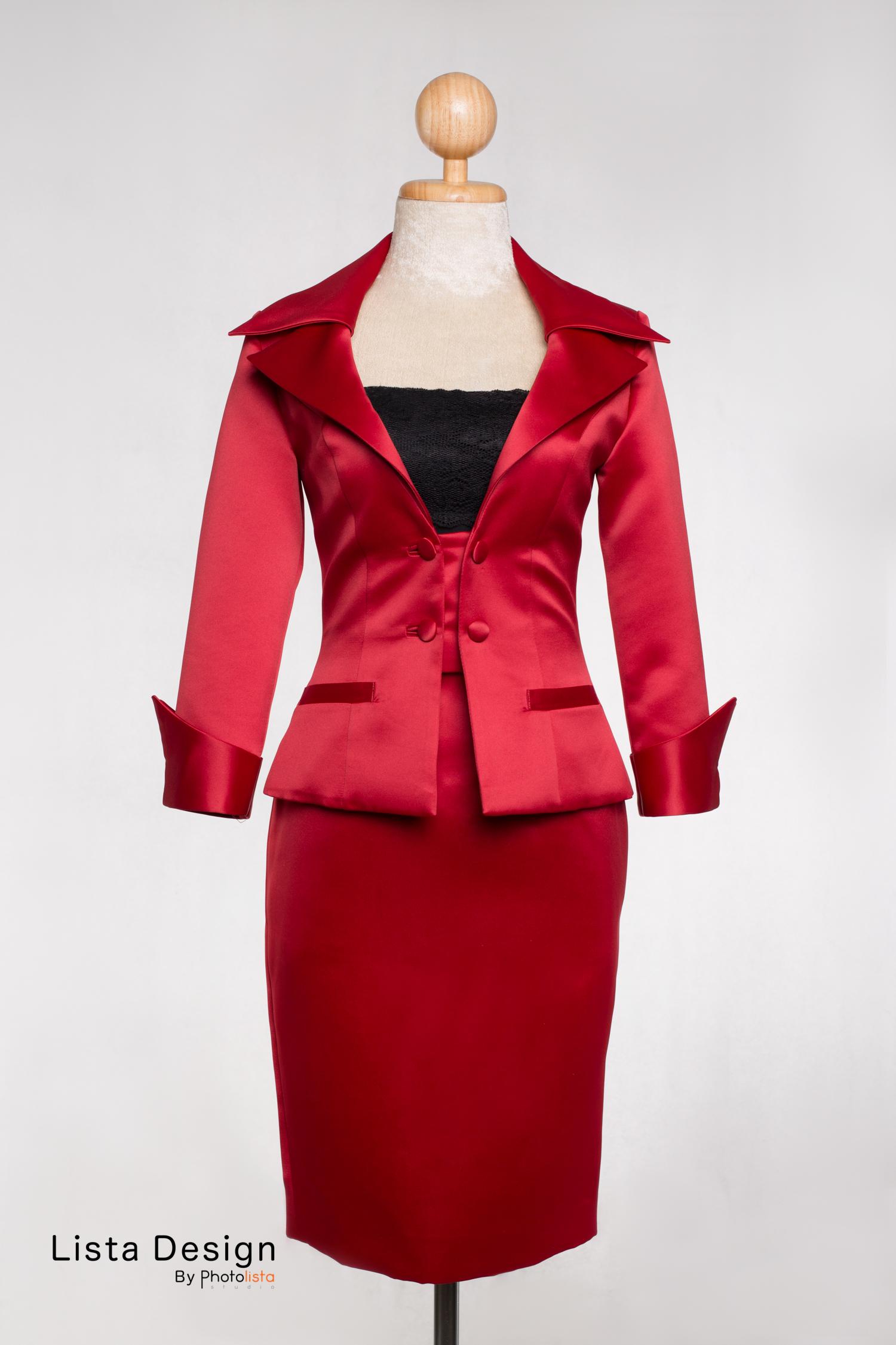 เสื้อแจ็คเก็ตแดงผ้ามัน
