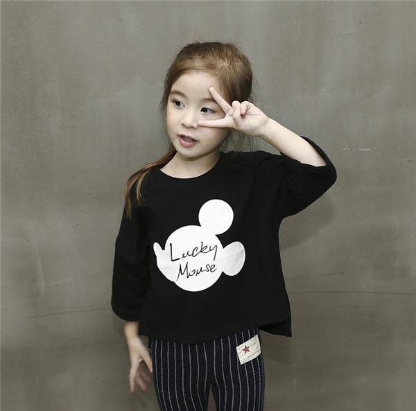 เสื้อเด็กหญิงสีดำ คอกลม สกรีน lucky mouse ชายเสื้อหน้าสั้นหลังยาว งานสวยใส่สบายน่ารักมากค่ะ