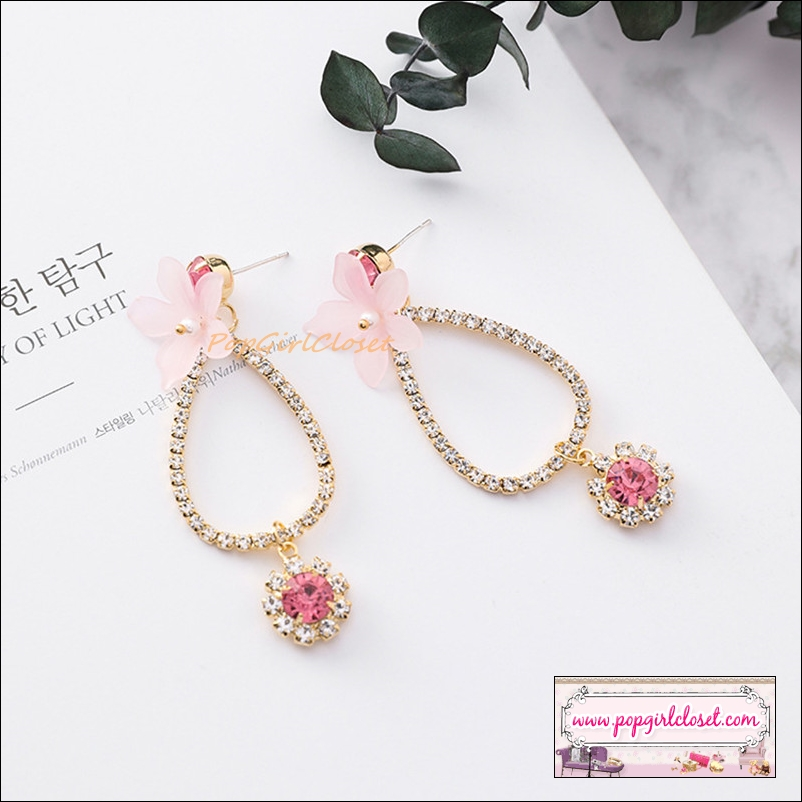 ต่างหูแฟชั่นสไตล์เกาหลี Luxury Shiny Rhinestone Hollow Circle Sweet Flower Water drop Earrings Fashion Acrylic Petal Geometry Jewelry