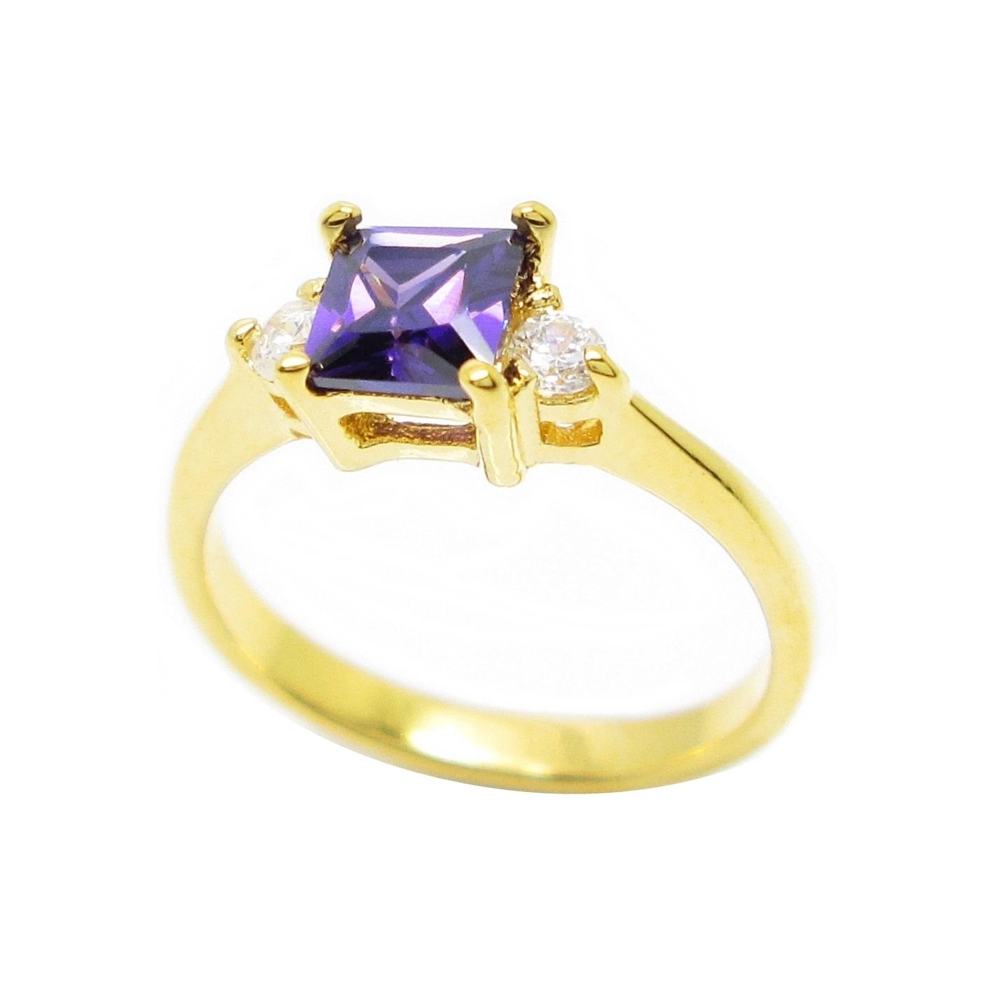แหวนพลอยสี่เหลี่ยมอเมทิสประดับเพชรชุบทอง
