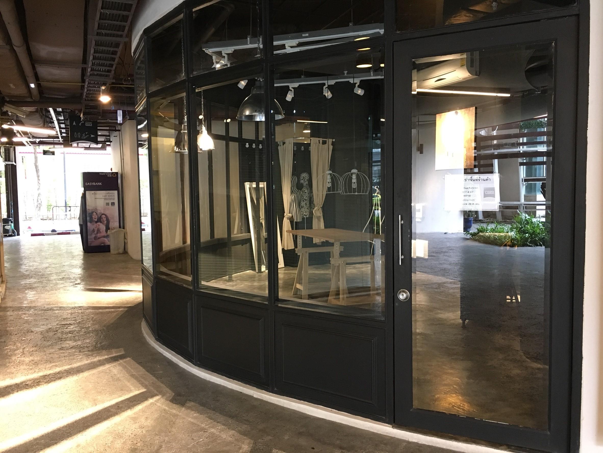 พื้นที่ร้านค้าให้เช่าตกแต่งครบขนาด 29.05 ตารางเมตร