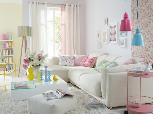 การตกแต่งห้องนั่งเล่นแบบเน้นสีสันสดใส