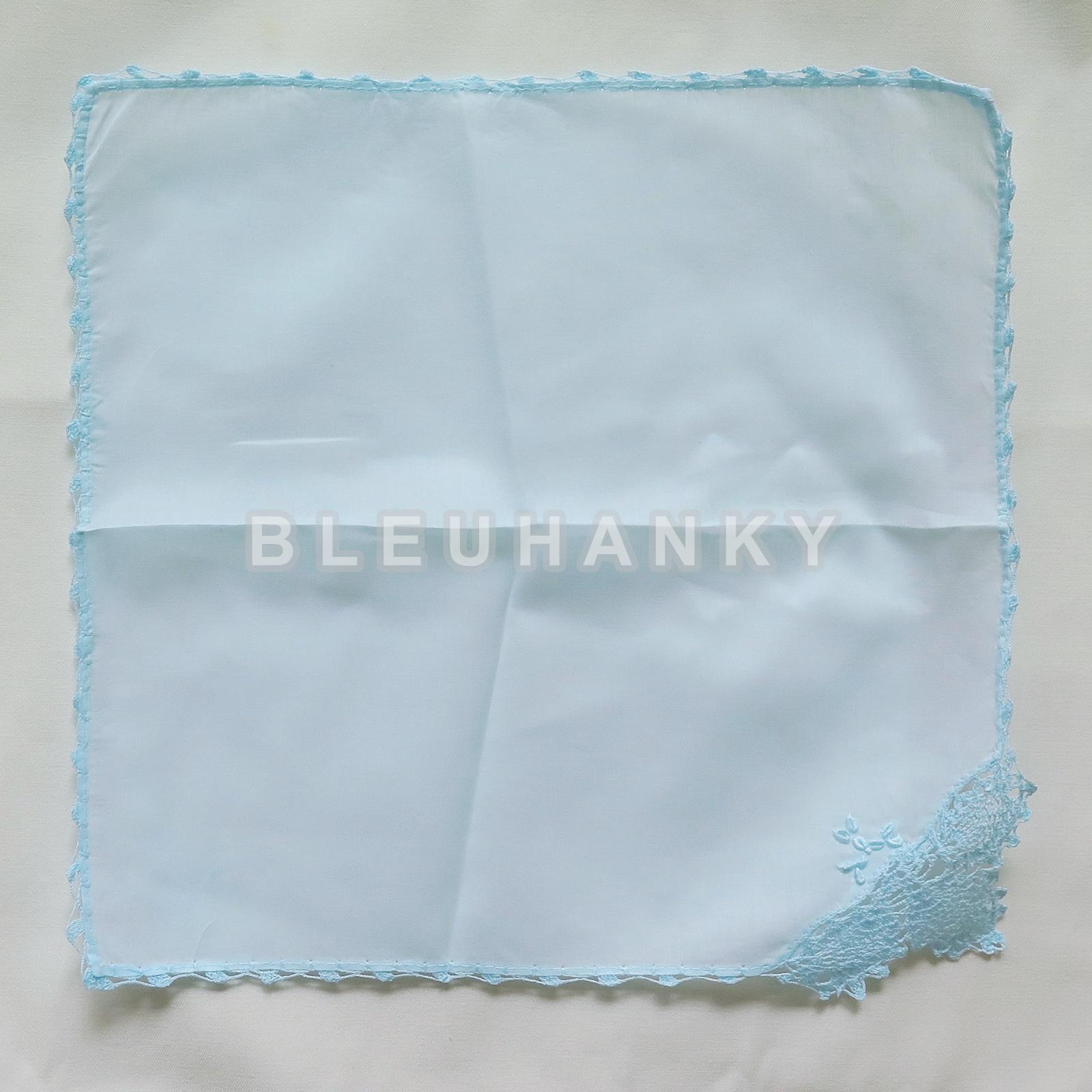 """ผ้าเช็ดหน้ามัสลินถักขอบสีฟ้าอ่อน 11"""""""
