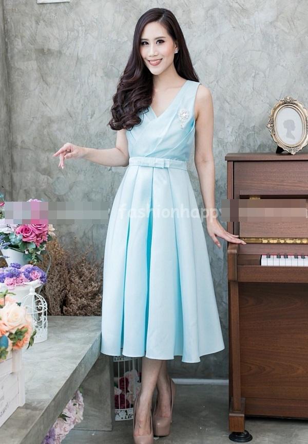 (Size M,L,XL) ชุดไปงานแต่งงาน ชุดไปงานแต่งสีฟ้า ผ้าไหมคอวี มีดีเทลที่อกมีเย็บเสริมดันทรงด้านใน ชุดนี้แพทเทิ้ลเป๊ะ คัตติ้งเป๊ะ