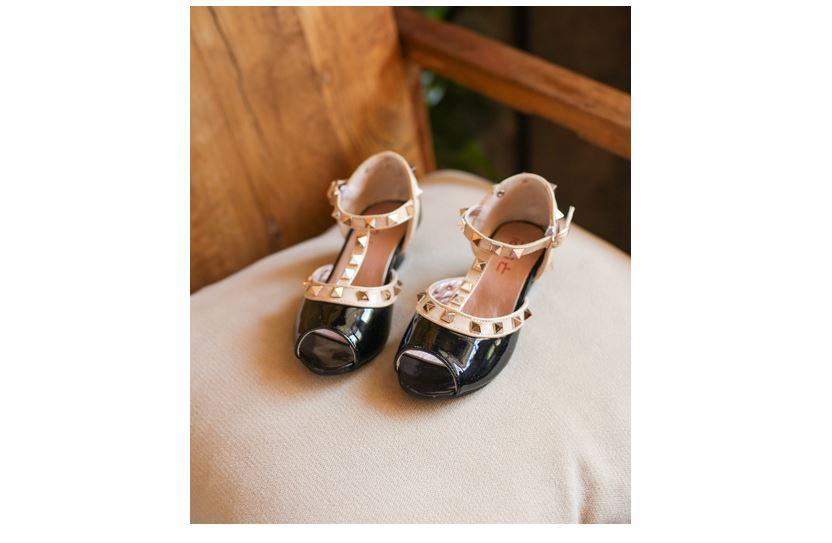 รองเท้าส้นสูงเด็กหญิงสีดำเปิดหัว