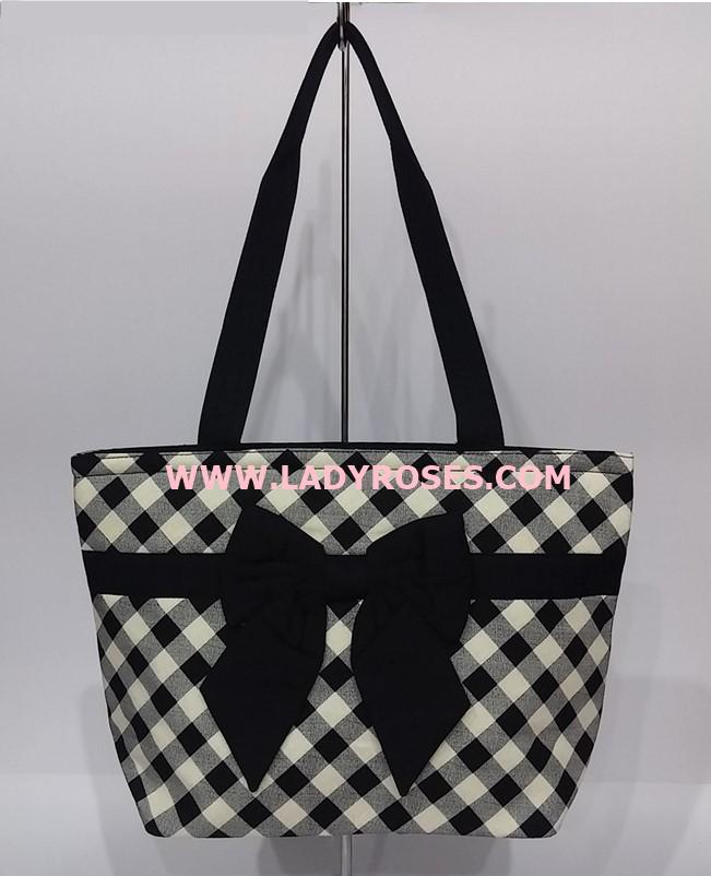 กระเป๋าสะพาย นารายา ผ้าคอตตอน ลายสก็อต สีดำ-ขาว ผูโบว์ด้านหน้า มีซิปด้านหลัง (กระเป๋านารายา กระเป๋าผ้า NaRaYa กระเป๋าแฟชั่น)