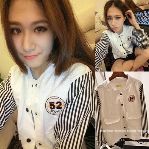 ++สินค้าพร้อมส่งค่ะ++เสื้อ jacket เกาหลี คอปก แขนยาว ผ้าฝ้าย+ผ้ายีนส์เนื้อดี แต่งปัก Rockey 52 เก๋ด้วยแขนลายริ้ว สไตล์ harajuku – สีขาว