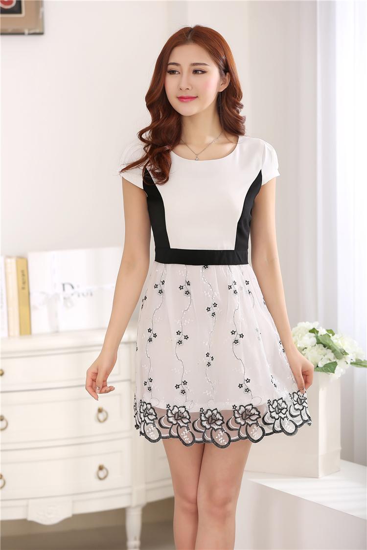 ชุดเดรสแฟชั่น ผ้าชีฟอง ตัวเสื้อสีทูโทนขาวดำ กระโปรงผ้าไหมแก้ว