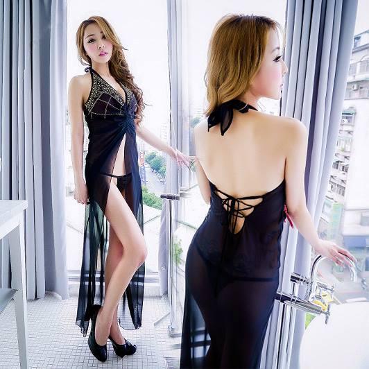 ชุดนอนตัวยาว ผ้าซีทรูสีดำ ผ่าหน้า แต่งลายสวย ขนาดฟรีไซส์