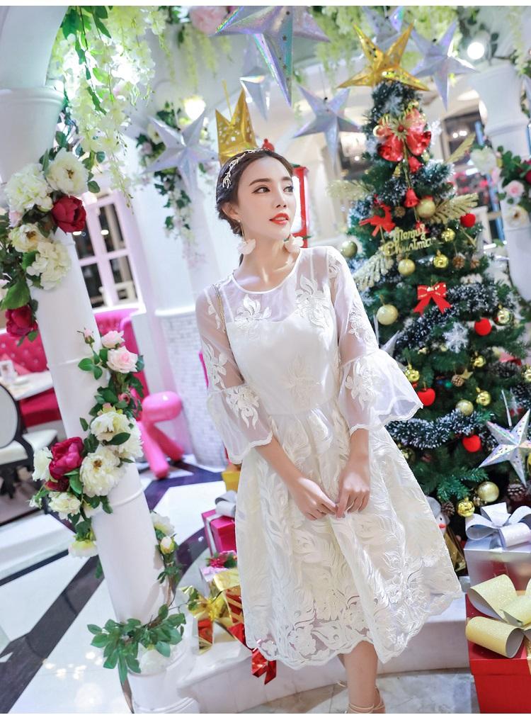ชุดเดรสสไตล์เจ้าหญิง ผ้าลูกไม้ปักลายสีขาว งานปักละเอียดสวยมากๆ