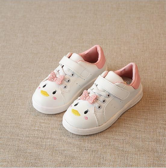 รองเท้าผ้าใบแบบแปะเมจิกเทป แต่งโบว์กับลายปักการ์ตูน สีขาว