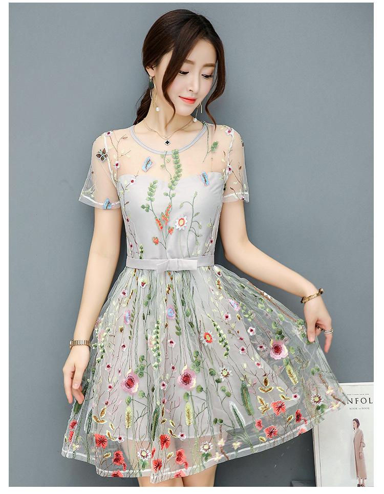 ชุดเดรสสวยๆ ผ้าลูกไม้ปักลายดอกไม้หลากสี งานปักสวยงามมากๆ