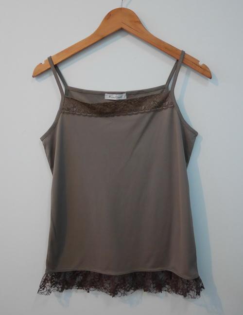 jp3823 เสื้อนอนผ้าโพลี สีเขียว แต่งผ้าลูกไม้ สายบ่าปรับไม่ได้ รอบอก 34-36 นิ้ว
