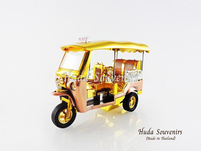 ของที่ระลึกไทย รถตุ๊กตุ๊กจำลอง สีทอง ไซส์กลาง (M) สินค้าบรรจุในกล่องมาให้เรียบร้อย สินค้าพร้อมส่ง
