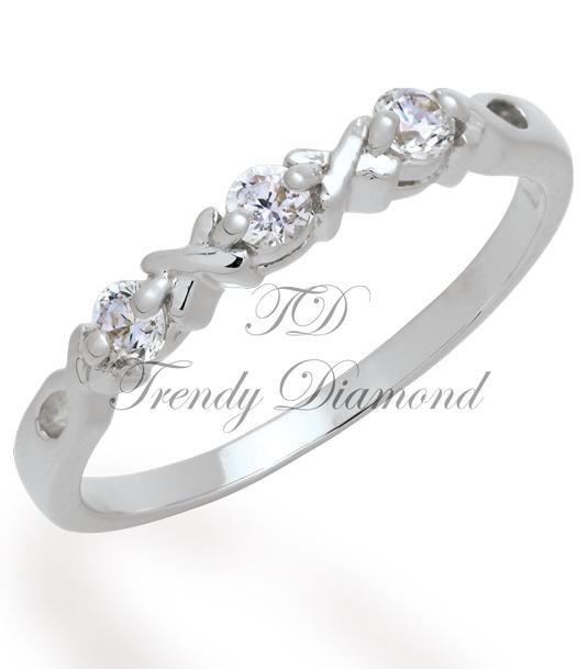 แหวนเพชร Triple x สีทองคำขาว