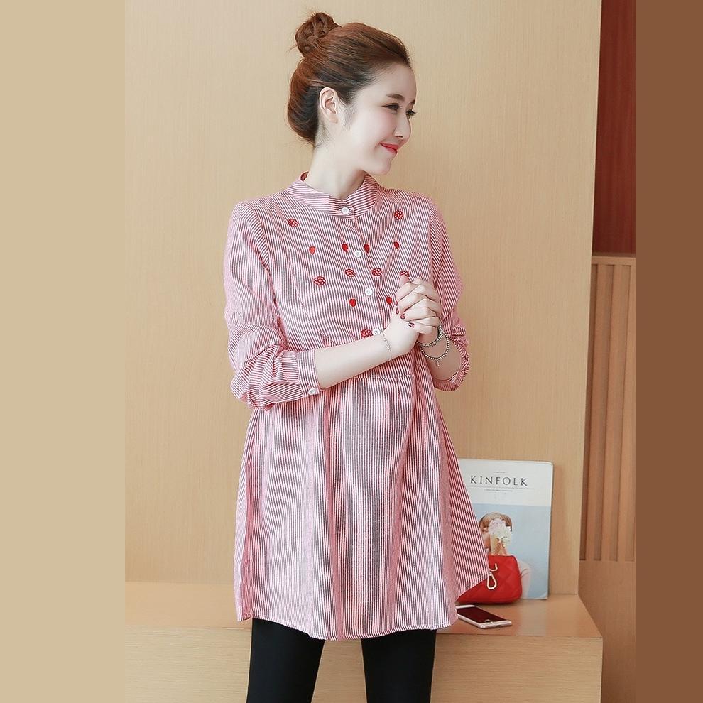 เสื้อเชิ๊ตคลุมท้องคอจีนสีแดงลายเส้น ปักดอกไม้และใบรูปหัวใจ