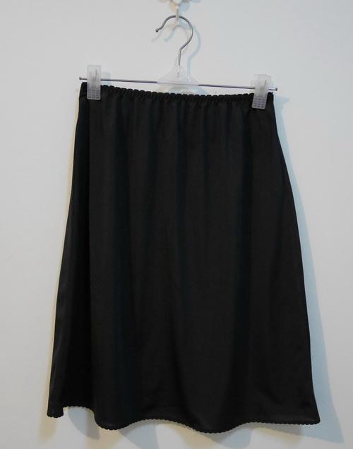 jp3737 กระโปรงซับในผ้าไนลอนสีดำ รอบเอว 22-27 นิ้ว