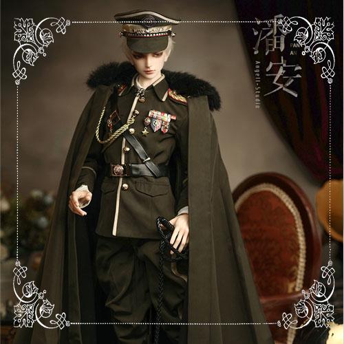 74 cm. Military uniform : green/Qine Yu