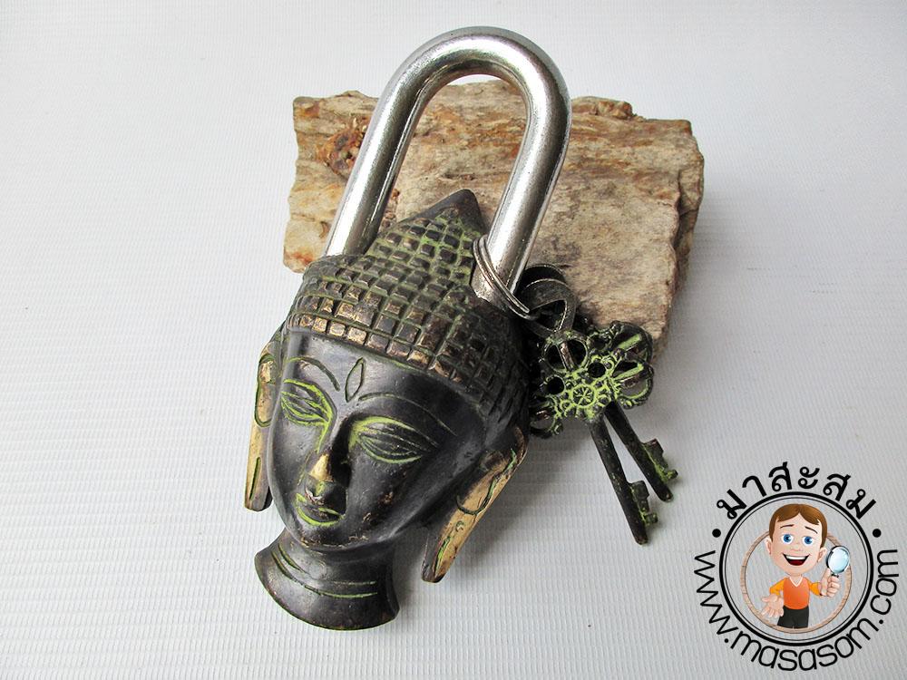 กุญแจทองเหลืองหน้าพระพุทธ