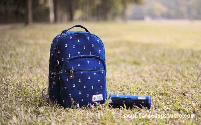 """กระเป๋าเป้สะพาย ยี่ห้อ Superlover สไตส์หญิงเกาหลี มีช่องใส่ Notebook14"""" และกระเป๋าเป้ใบเล็ก สีน้ำเงินดอกไม้ (Pre-Order)"""